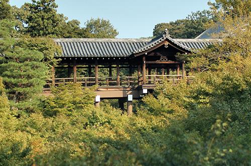Známý tsuten kyo bridge úžasný dřevěný most známý z
